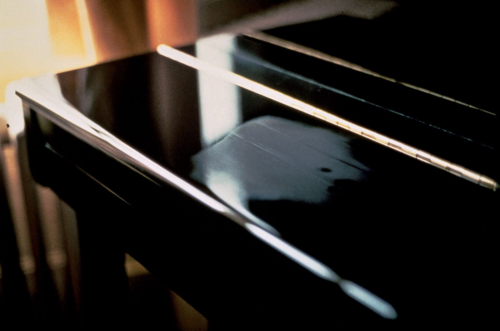 Gabriel Orozco, Breath on Piano (1991)